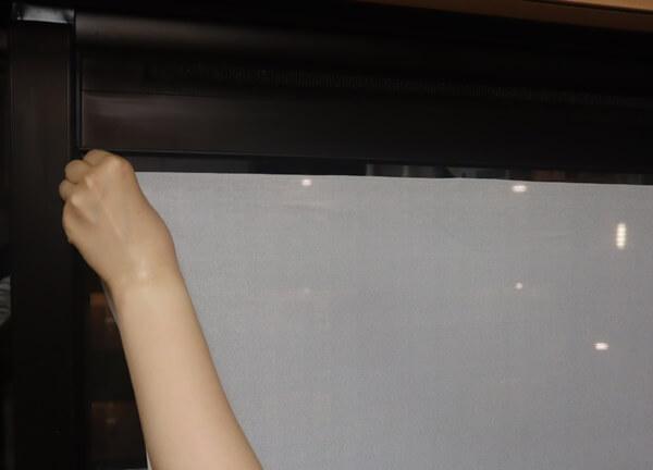 窓に貼り付ける